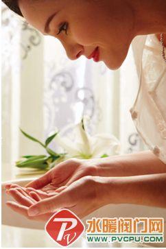 卫浴/且看法恩莎卫浴这款一体式调温感应龙头,90°外围直线与内里柔和...